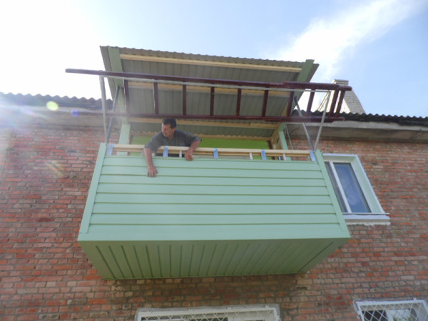 Похожий балкон на 2 этаже