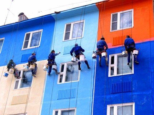 Покраска дома фасадной краской на водной основе