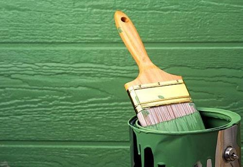 Покраска масляной суспензией деревянной стены