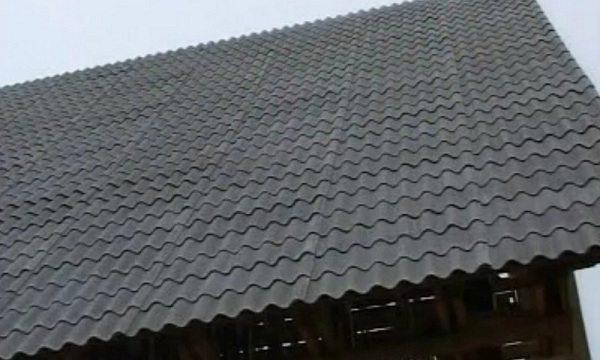 Покраска придаёт не только идеальный внешний вид крыше, но и обеспечивает дополнительную защиту кровельного материала