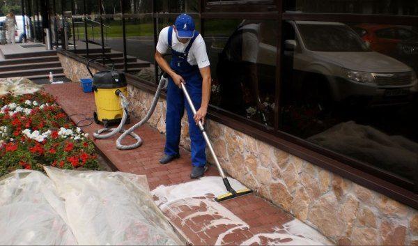 Полноценная чистка плитки перед покраской