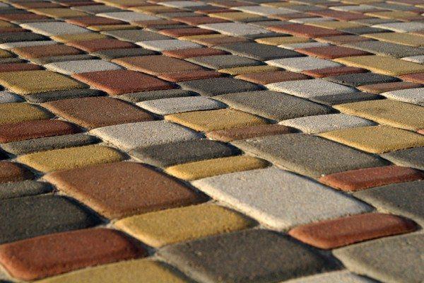 При окрашивании меняется полностью не только вид плитки, но и ландшафт