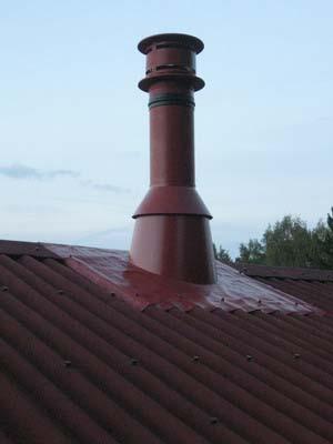 Пример окрашенного дымохода из металла