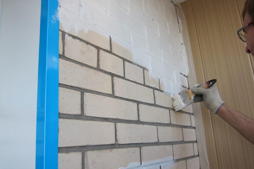 Как правильно покрасить кирпичную стену на балконе.