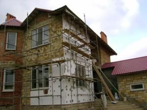 Проведение работ по утеплению кирпичной постройки