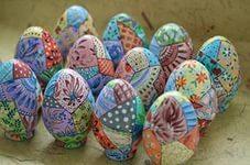 Роспись пасхальных яиц.