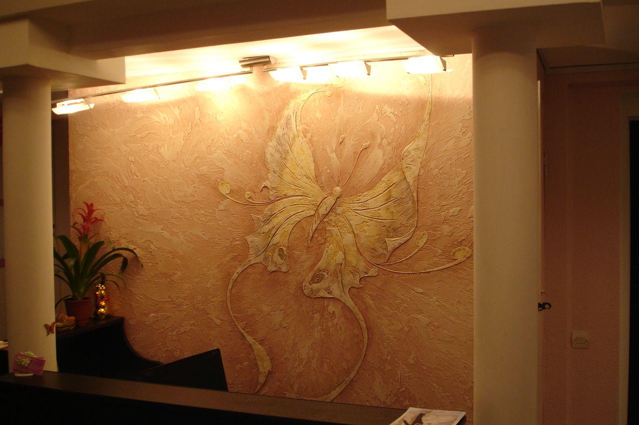 Дизайн декоративной штукатурки в гостиной