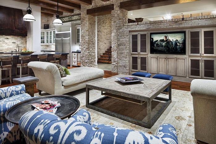 Сочетание нескольких стилей в оформлении гостиной частного дома