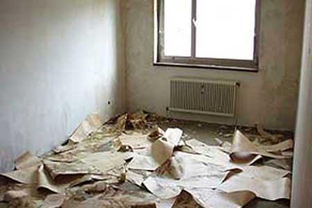 Стены следует полностью освободить от старой отделки.