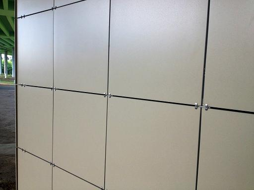 Такие стены смотрятся очень представительно
