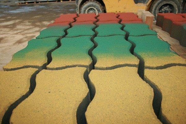 Трехцветная плитка – краска наносилась распылителем