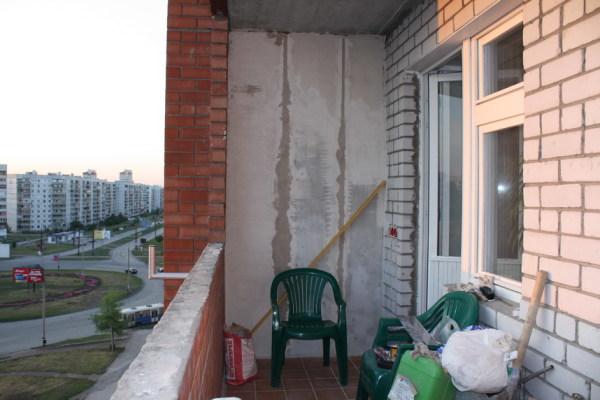 Вот пример разных черновых поверхностей, тут и кирпич, причём разный, и бетон, и, возможно, гипсокартон под перилами