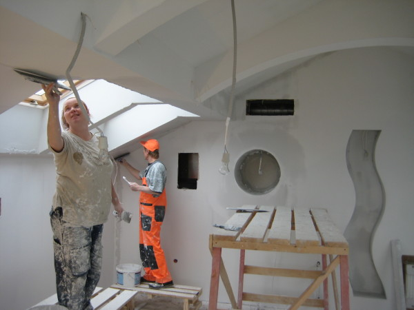 Выравнивание потолка гипсовой штукатуркой