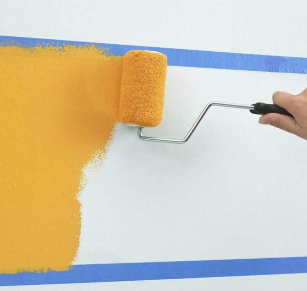 Защитите изолентой, цветным скотчем места, которые покраске не подлежат – это очень хороший приём избежать лишней работы и разочарований