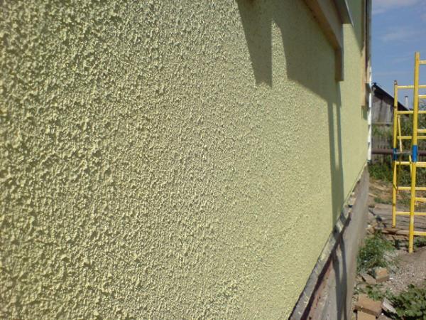Акриловые смеси часто используются для отделки фасада