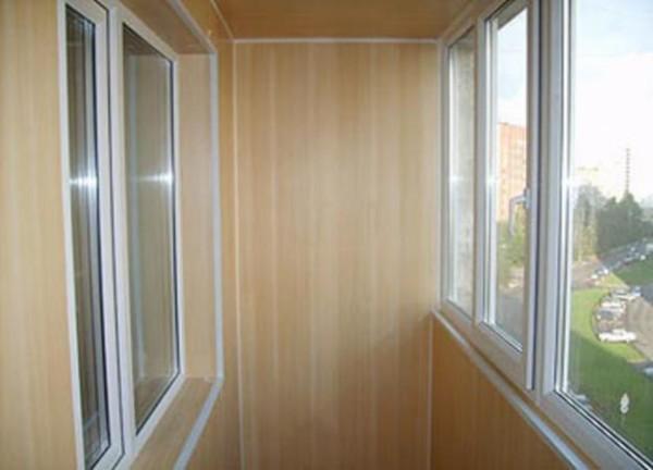 Балкон, облицованный пластиком