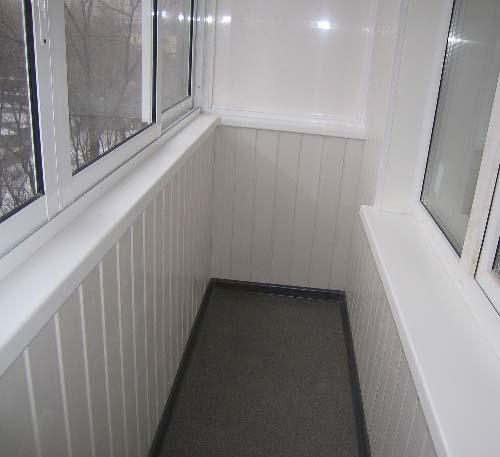 Балкон, отделанный пластиком