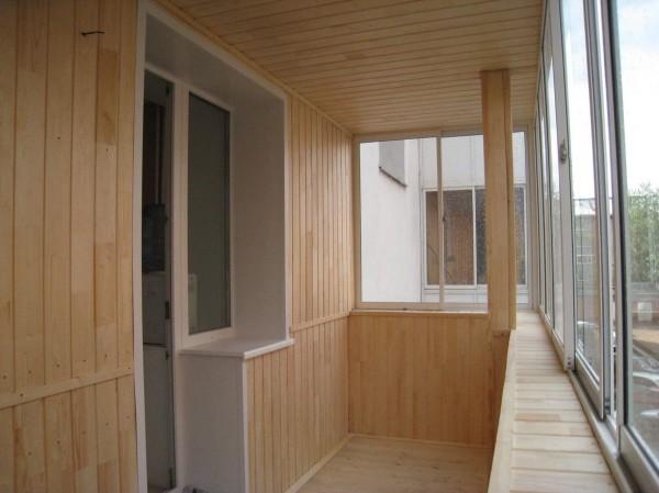 Балкон отделанный вагонкой