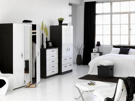 Белые обои под черно белую мебель