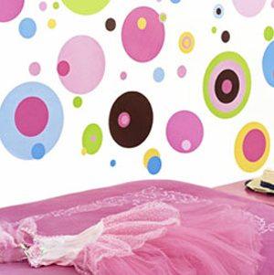 Беспроигрышный вариант в комнату девочки – абстрактный узор из кругов