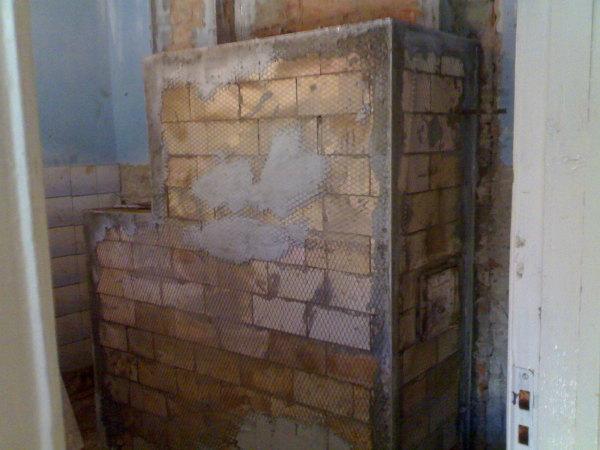 Без сетки, бетонирования «неудавшихся» мест и дополнительного укрепления углов не обойтись