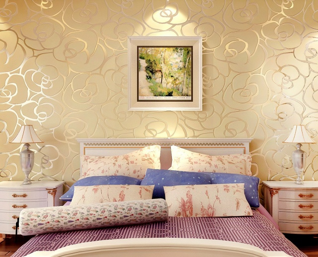Бежевое покрытие в интерьере спальни