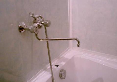 Блеклый цвет панелей в ванной.