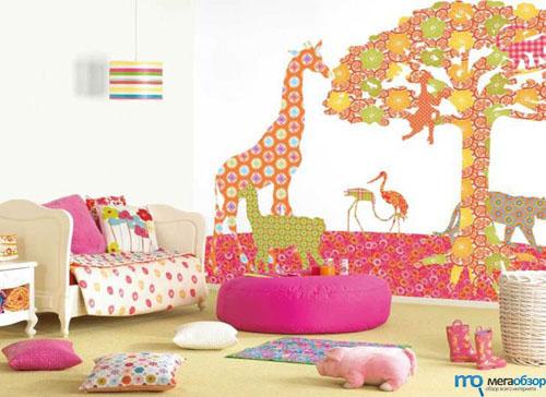 Большие изображения делают просторную детскую более уютной