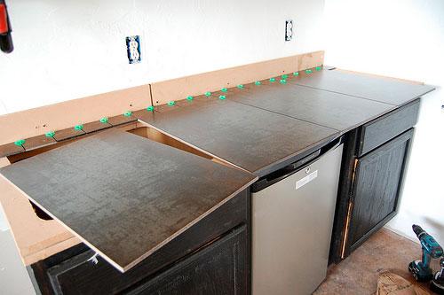 Большие плитки 60х60 см идеально подходят для этого, так как получается минимум швов и резов
