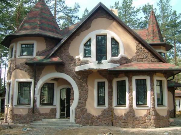 Частичная отделка фасада облицовочным камнем.