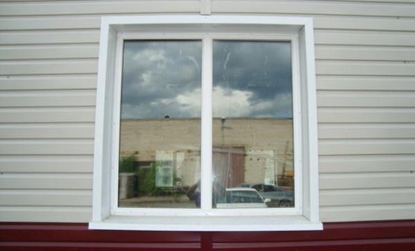 Чтобы окна получили завершенный вид, необходимо позаботиться об их обрамлении