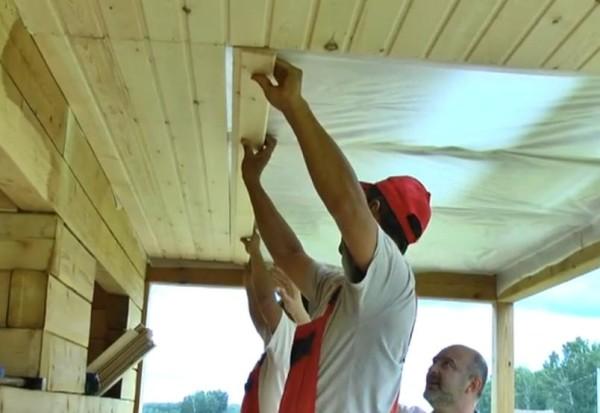 Делаем потолок из вагонки
