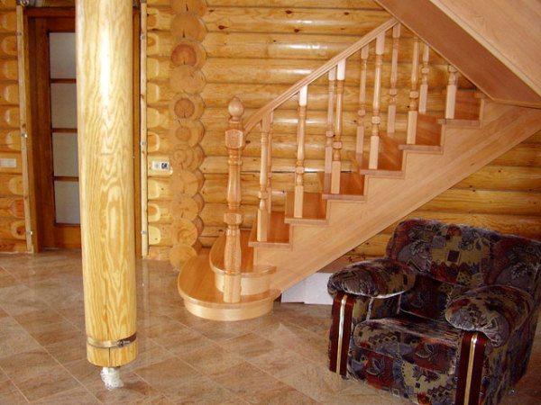 Деревянная лестница.