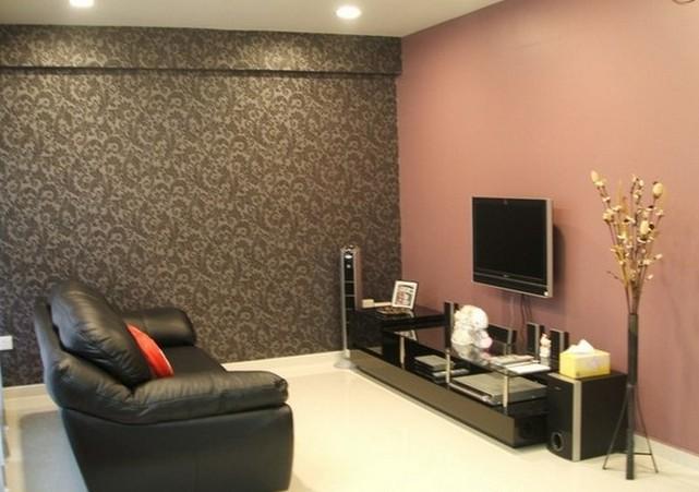 Дизайн зала с комбинированными обоями предусматривает доминирование телевизора