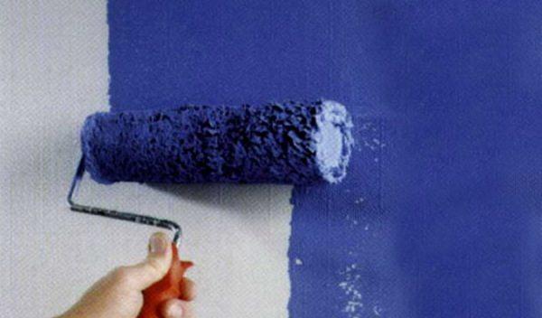 Длинный ворс лучше использовать для нанесения первого слоя на пористую поверхность.