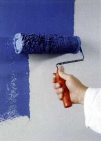 Для экономии краски и более бережного отношения к материалу на стене инструкция рекомендует использовать валик с как можно меньшим ворсом