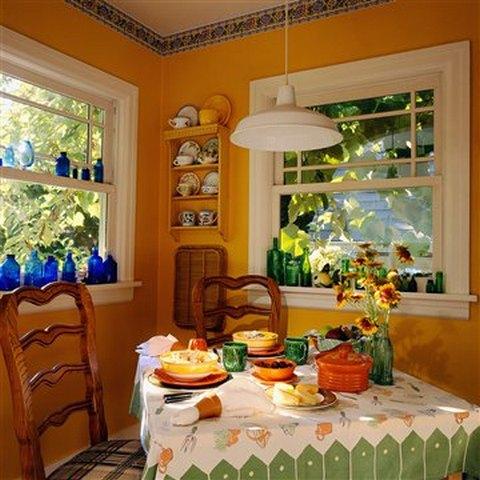 Для кухни в стиле кантри такое яркое покрытие стен будет более чем уместным