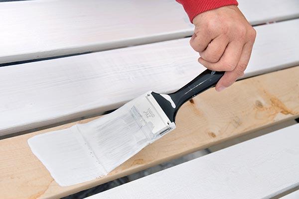 Для нанесения масляной краски по дереву нужен соответствующий грунт