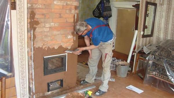 Для отделки каминов и печей используются средства на основе глиняного связующего