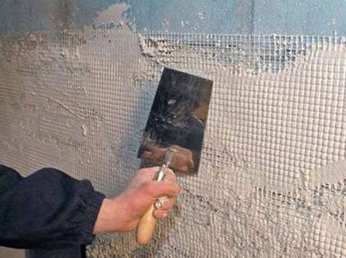 Для повышения степени сцепления раствора с блоками, необходимо проводить штукатурные работы по специальной армирующей сетке.