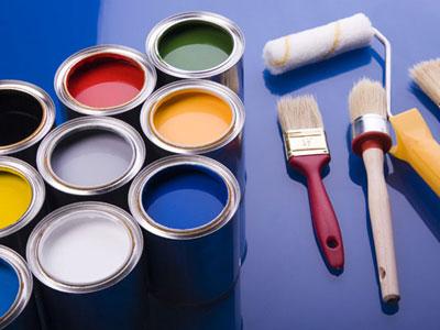 Для работы лучше всего использовать водоэмульсионную краску и мягкий поролоновый валик, хотя есть и варианты