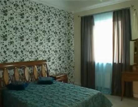 Для спальни лучше выбирать постельные тона