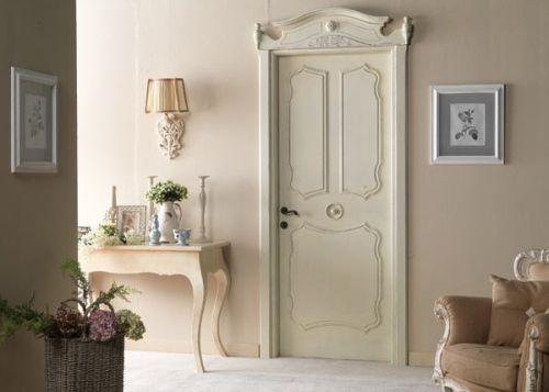Дверь, выкрашенная в стиле прованс.