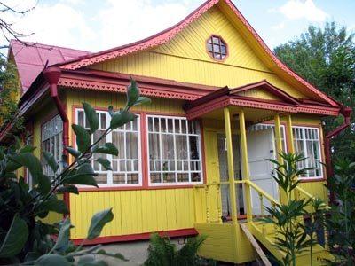 Фасад, оформленный масляной краской
