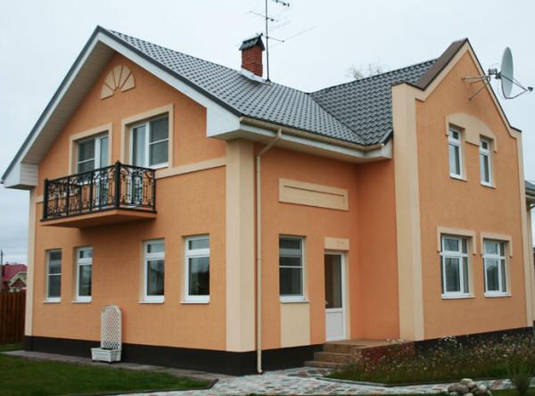 Фасад покрытый декоративной штукатуркой