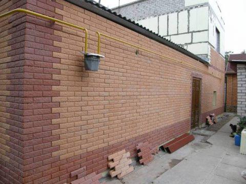 Фасадная плитка не меняет внешний вид при любых погодных условиях.
