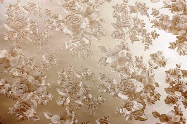 Флизелиновое полотно и рисунок с переливающимся блеском отличается простотой поклейки и высокой практичностью.