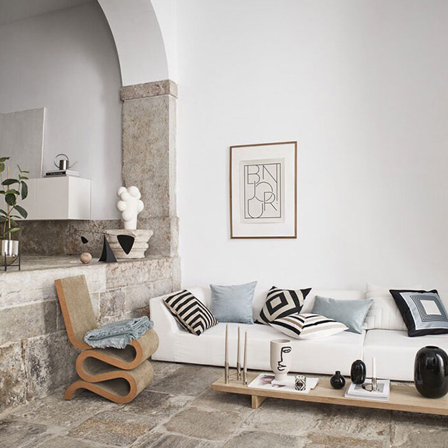 Его используют как центральный элемент интерьера или подчеркивают концепцию дизайна