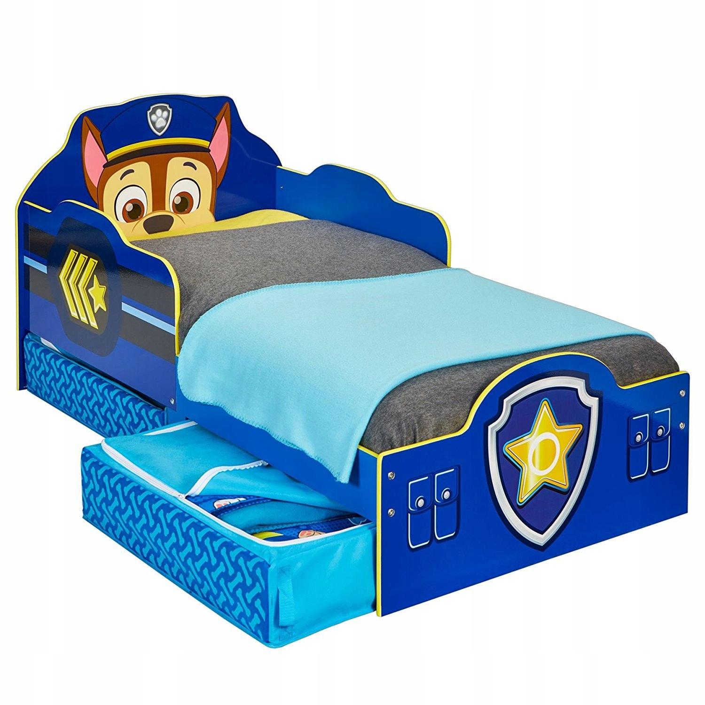 Дизайн кровати лучше выбрать простой, чтобы ребенок сам мог заправлять постель. А высота кровати должна соответствовать росту ребенка, он должен легко доставать до пола.Детям от 3 до 7 лет отлично подойдуткровати,выполненные в виде пожарных машинок, самолетиков, гоночных машин или парохода,в общем,любой техники, которая вызывает радость и интерес в таком возрасте.