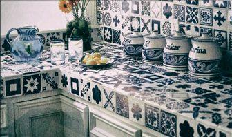 Фото – образец метлахской плитки (мелкоформатные плитки различной формы, которые производятся из фарфоровых масс разного цвета; наиболее прочный и долговечный вид плитки).